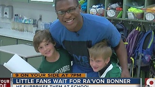 Little fans wait for Ra'Von Bonner - Video