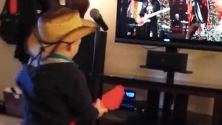 Toddler rocks out to concert on TV - Video