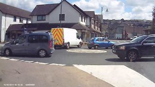 Shocking dash cam footage shows driver swerve to avoid crash before ploughing into a window narrowly missing pedestrians - Video