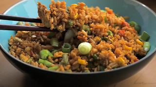 How to make egg fried rice at home - Video
