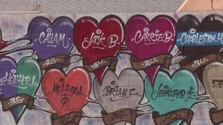 Vegas Strong street mural honors 1 October victims - Video