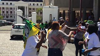 ANC Supporters Celebrate as South Africa's Government Appoints New President - Video