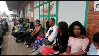 SOUTH AFRICA - Durban - Home Affairs system offline (Video) (3Mx)