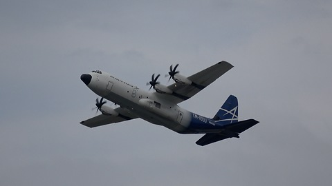 LM-100j Hercules makes incredible short full stop landing