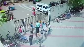 Terrifying moment heavy school gate collapses on children - Video