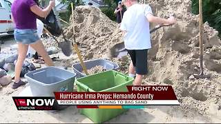 Residents improvise when sandbags run out to protect their homes - Video