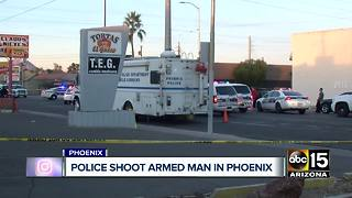 Phoenix police shoot armed suspect who charged officers - Video