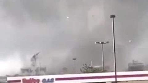 Tornado rips off top of courthouse in Iowa