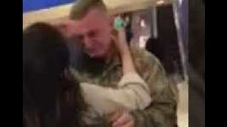 Soldier at Texas Airport Seen Holding his Baby for the First Time