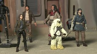 Playing with new Star Wars figures gets competitive - Video