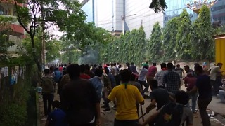 Police and Student Protesters Clash Outside Dhaka University - Video