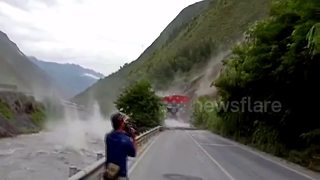 Huge rocks hurtle down mountain after downpour in China - Video