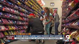 Anthony Munoz takes local kids shoe shopping - Video