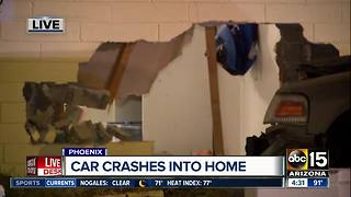Car crashes into Phoenix home - Video