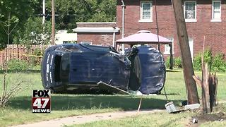 Officer hurt in crash while responding to assault call - Video