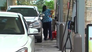 Rush to get gas ahead of storm - Video