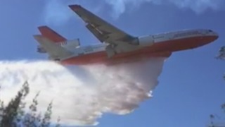 Rural Firefighters Use Water Bombing Aircraft in Fighting NSW Bushfire - Video