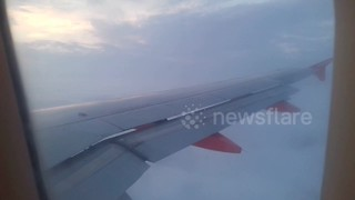 Foggy landing into Stansted makes wings 'disappear' - Video