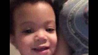 Mom's Obama Shirt Reminds Toddler of 'Daddy' - Video