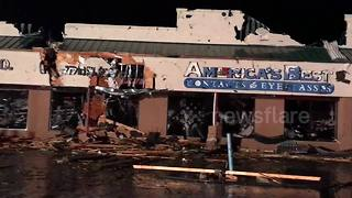 Tornado strikes shopping plaza in Pennsylvania - Video