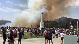 Brush Fire Sparks Evacuation of Griffith Observatory in Los Angeles - Video