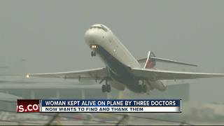 Woman kept alive on plane by three doctors - Video