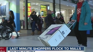 Some last minute shoppers are just starting to shop - Video