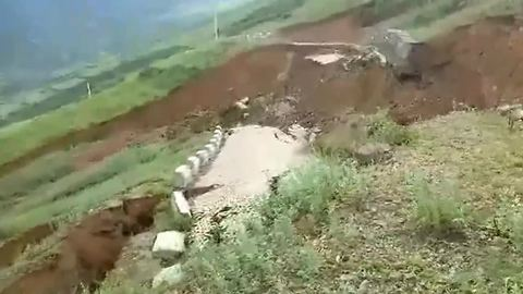 Terrifying scene as mountain road completely collapses after heavy rain