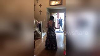 Teen surprises prom date by walking by herself for the first time