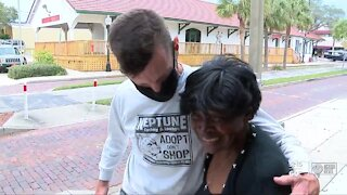 Homeless woman getting help after impressing business owner with her singing