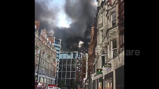 Firefighters tackle huge blaze at luxury hotel in central London - Video