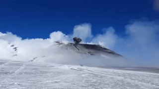 Climber Sees Mount Etna Volcano Eruption Up Close - Video
