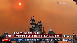 Wildfires in Anaheim, scenes of smoke can be seen from behind Disneyland - Video