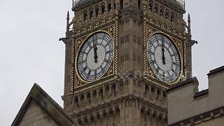 Big Ben bongs for last time for four years - Video