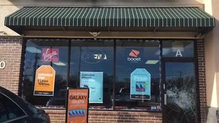 Thieves strike Overland Park cell phone store - Video