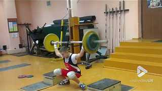 Weightlifter nearly takes his head off - Video
