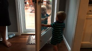 Babies Invent A DIY Mirror - Video