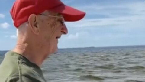 85-year-old man gets to see the ocean for the very first time