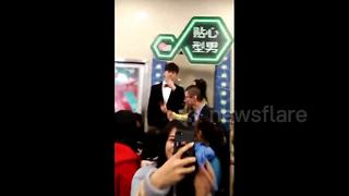 """""""Rent-a-boyfriend"""" proves popular in Chinese shopping mall - Video"""