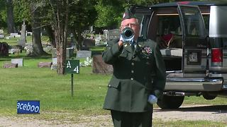 WWII veteran buried with military honors 17 years after his death - Video