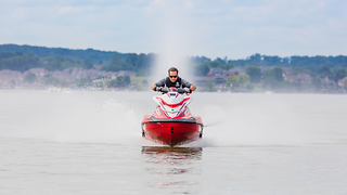 Yamaha GP 1800 WaveRunner is the best in speed and control - Video
