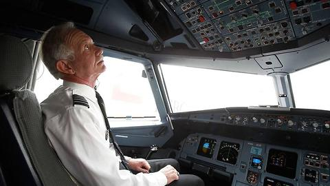 This Pilot's 3-Second Safety Advice Might Just Come In Handy