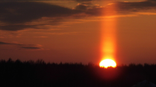 Sun pillar atmospheric effect time lapse - Video
