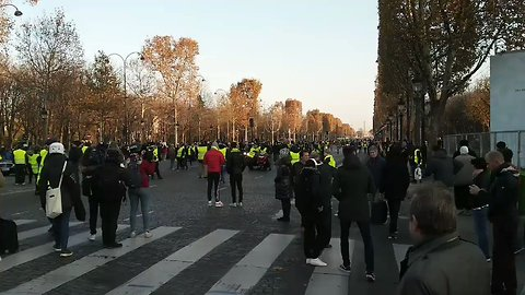'Yellow Vest' Protests Continue in Paris for Second Day