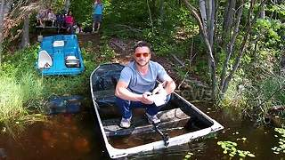 "YouTuber falls in swamp trying to capture ""dronie"" - Video"