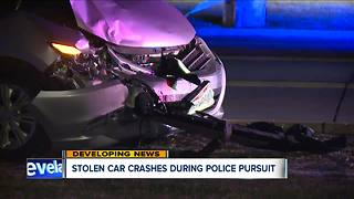 Stolen car crashes during police pursuit - Video