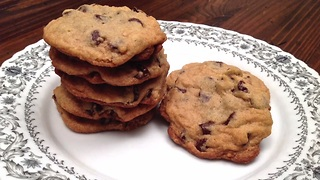 How to make soft and chewy chocolate chip cookies - Video