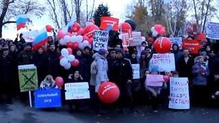 Navalny Supporters Organize Protests Across Russia on Putin's Birthday - Video