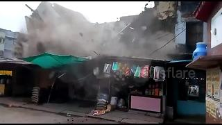 Old house collapses during emergency evacuation - Video