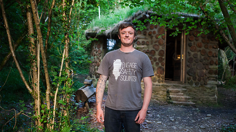 I Quit The City To Build My Hobbit House | HOMES ON THE EDGE